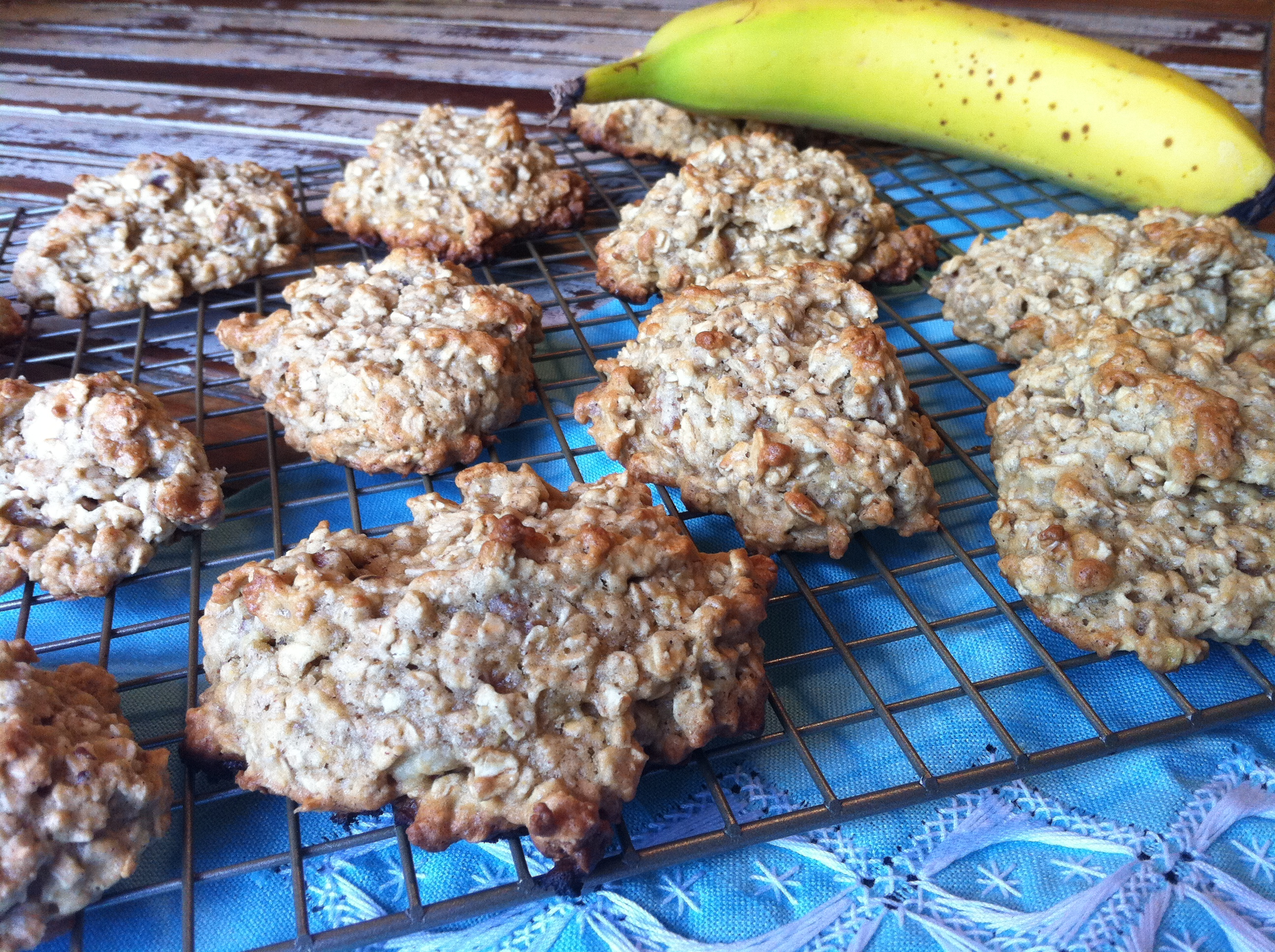 Chewy Low-Fat Banana Nut Oatmeal Cookies | Dine with a Darling